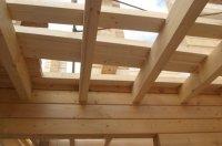 Преимущества домов с перекрытиями из дерева